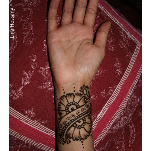 Tatouage au henné sur le poignet