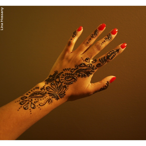 Tatouage au henn sur une main mon tatouage au henn - Tatouage au doigt ...