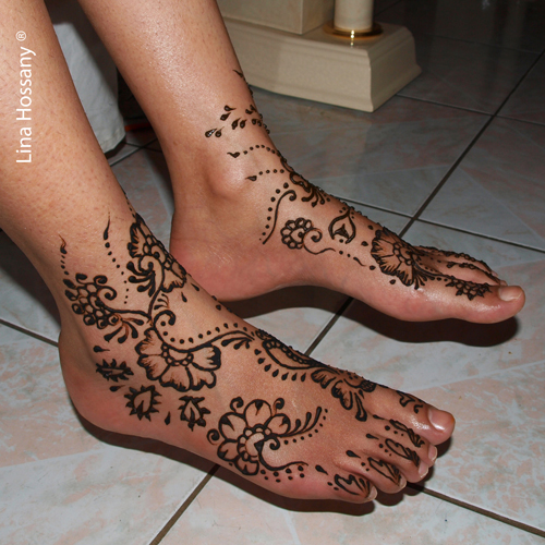 Tatouage au henné sur les pieds