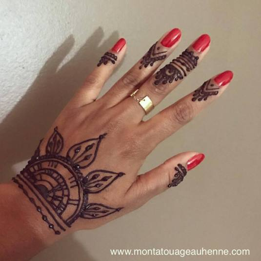 stand-tatouage-henne-genie-d-alex-paris-ondes-melees.jpg